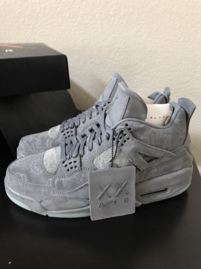 AIR JORDAN 4 IV RETRO X KAWS 8.5 US Rare