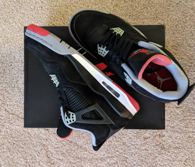f0926a91f65d3e Nike Air Jordan 4 retro Size 9