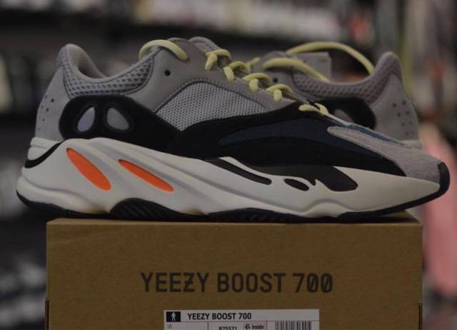 detailed look 85fe8 9303e Yeezy Wave Runner 700 Boost Adidas