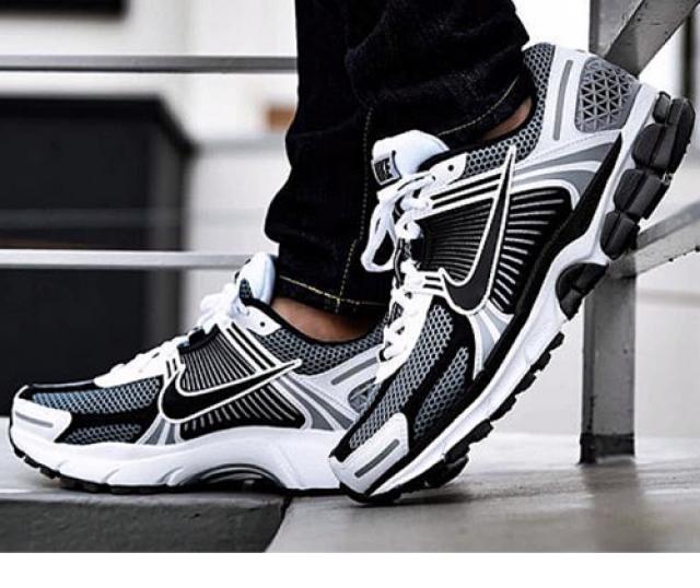 Nike Zoom Vomero 5 SE SP Black Size 8 9