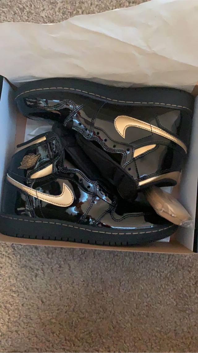 Nike Air Jordan 1 Retro High Black Metallic Gold ...