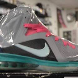 Nike lebron 9 size 9 pre owned...