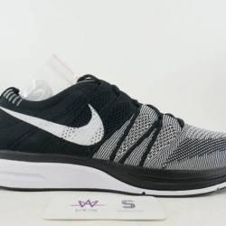 Nike flyknit trainer oreo sz 1...