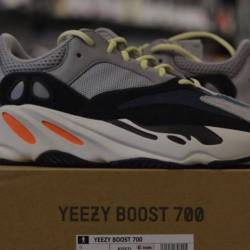 Yeezy wave runner 700 boost ad...